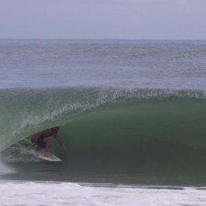 Adrien VALERO dans un tube au panama à Bocas Del Toro