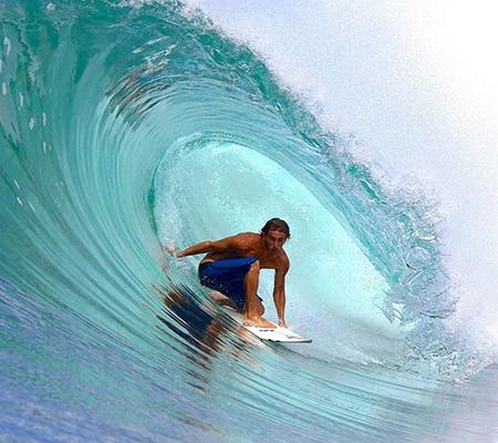Adrien Valéro surfeur pro canaulais et moniteur de surf