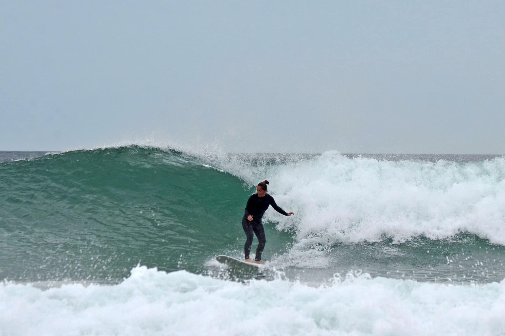 Très jolie vague prise par une élève de Magic Surf School