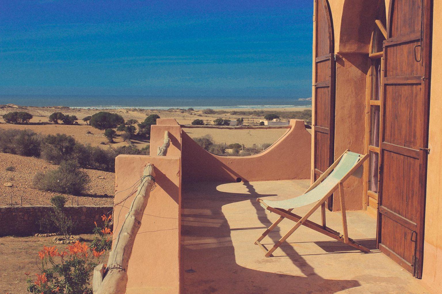 une terrasse au Maroc avec vue sur l'océan