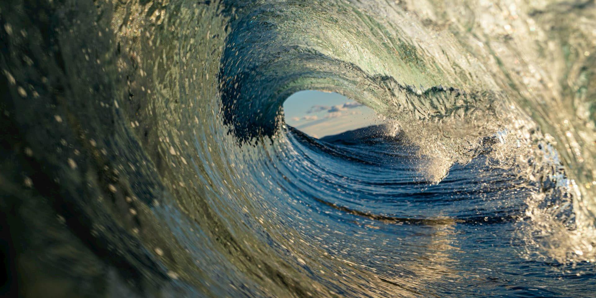 vague pour décrire la météo surf avec la création de la houle