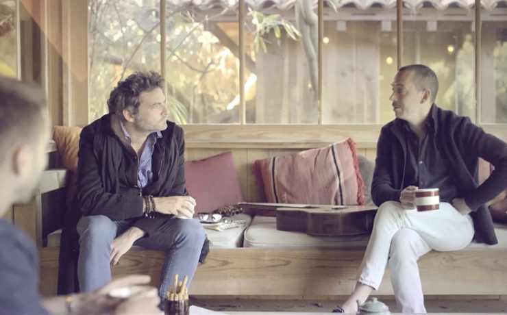 une photo de Thibault Cauvin et Matthieu Chedid pour le clip de flots de l'âme