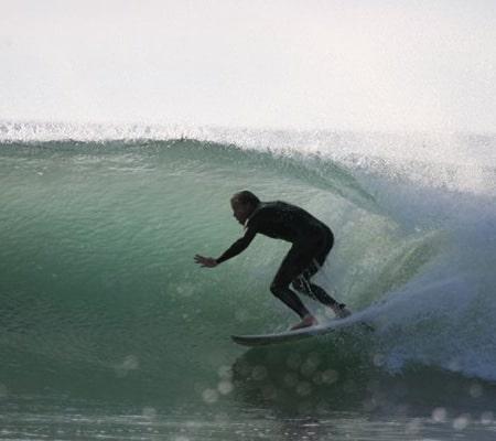 Yannick Gauthier moniteur de surf sur une magnifique vague de Lacanau