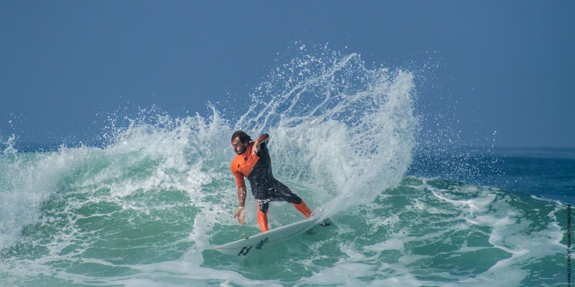 surfeur sur une vague